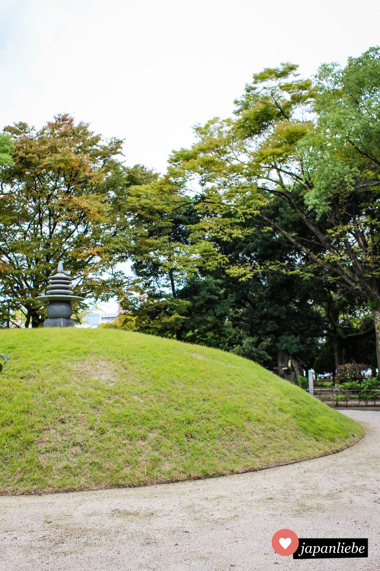 Der Hügel für die Seelenruhe der Atombombenopfer im Friedenspark von Hiroshima.