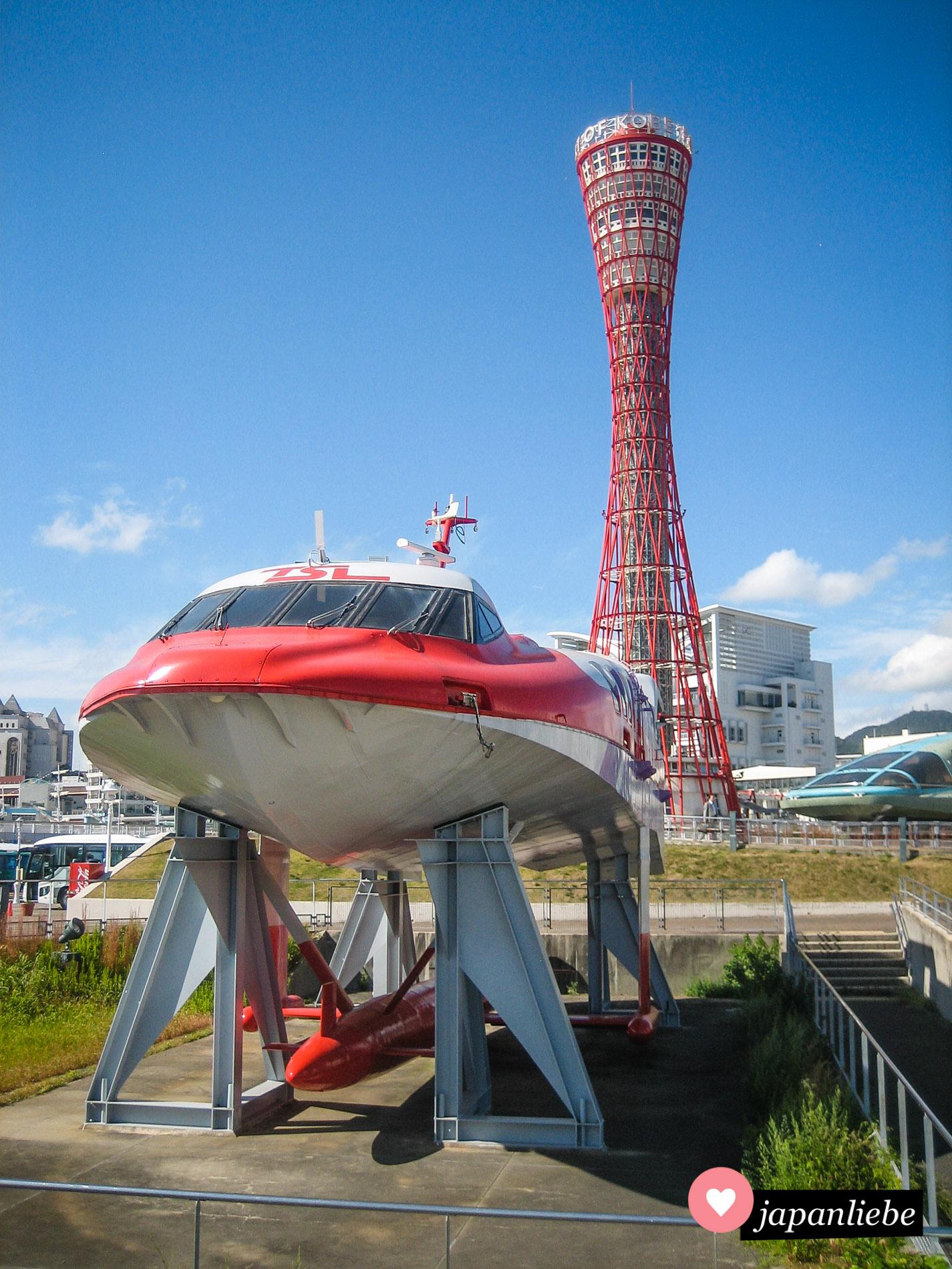 Einige Exponate des Maritime Museums können kostenlos im Meriken Park begutachtet werden.