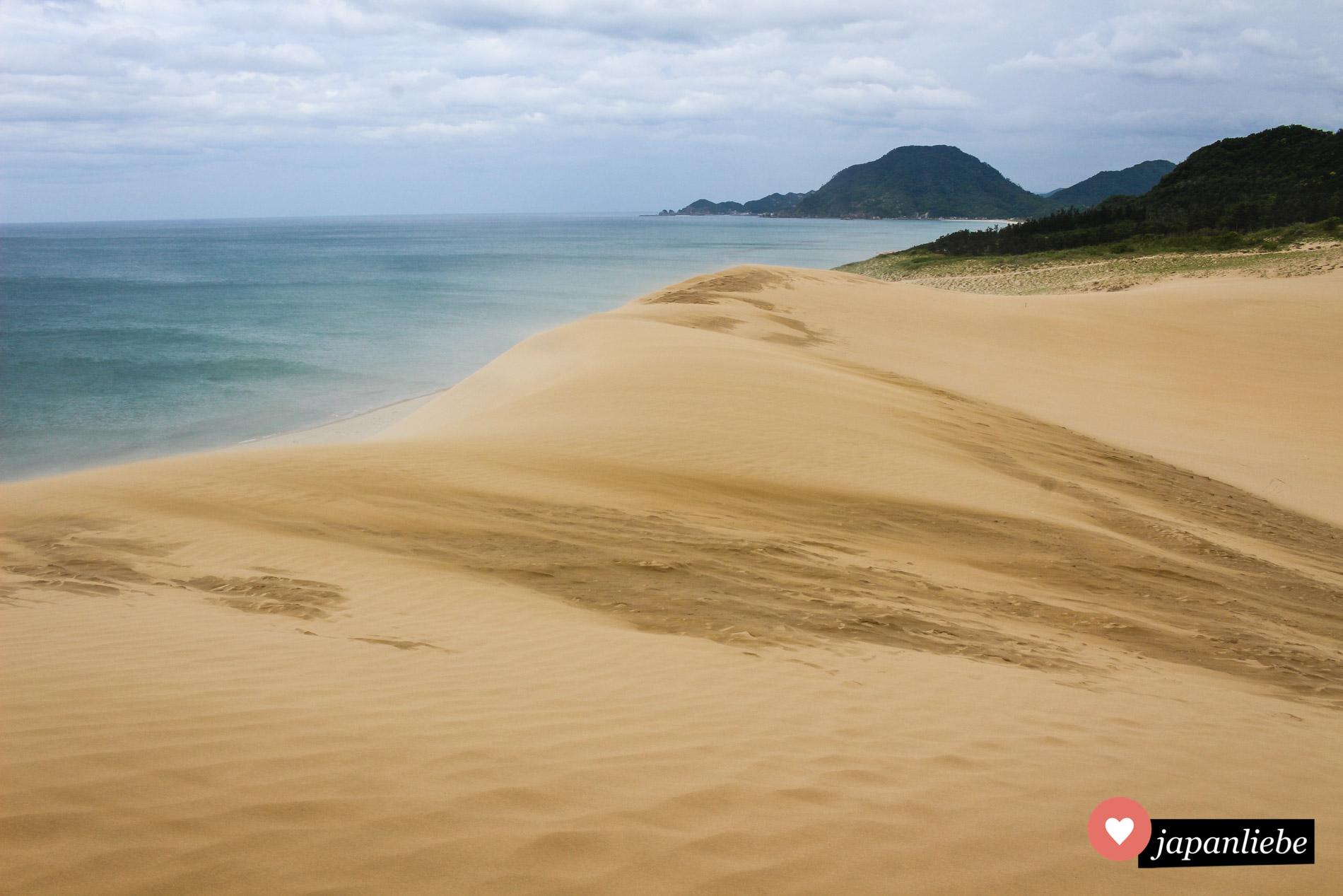 Die Sanddünen von Tottori grenzen direkt ans Japanische Meer.