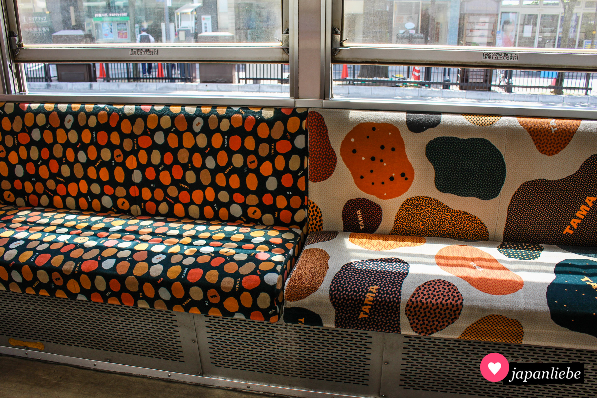 Die Sitzbezüge erinnern an Katzenfell.