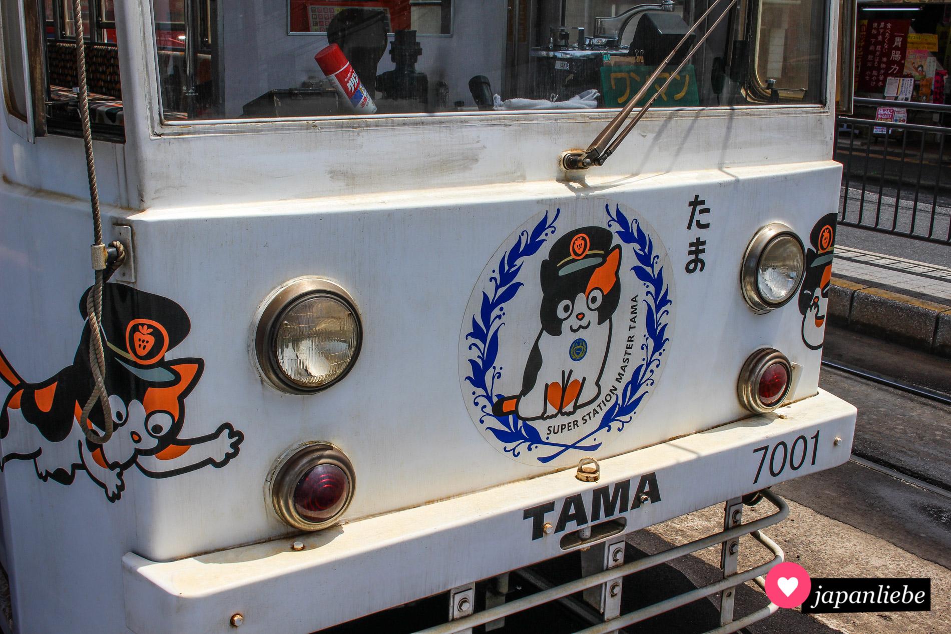 """Die Katzentram von Okayama erinnert an """"Super Station Master Tama""""."""