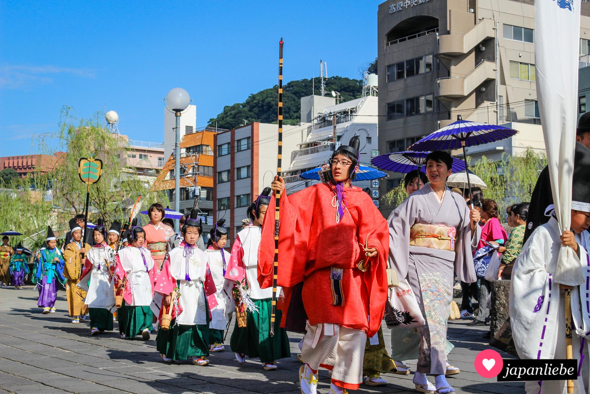 Ein Fest für Liebhaber traditioneller Kleidung.
