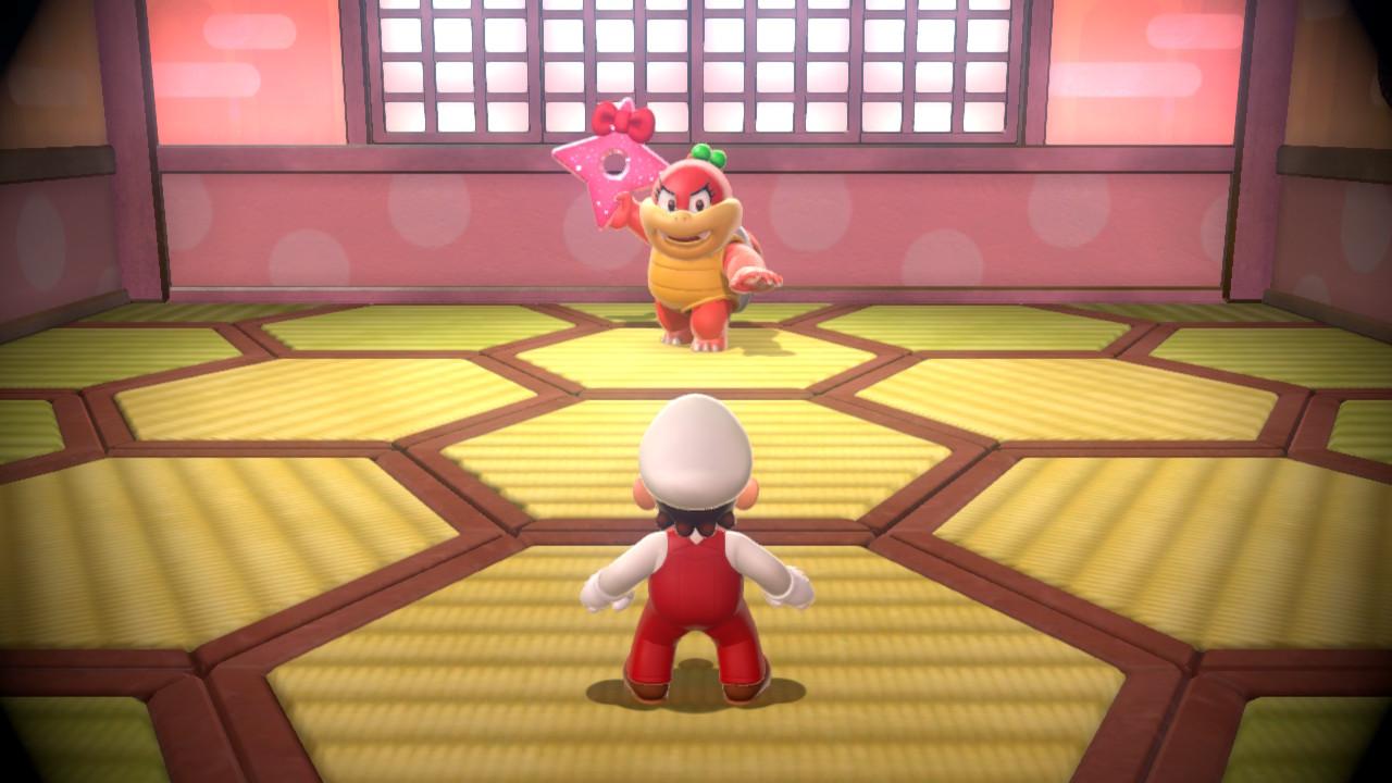 Mario im Kampf gegen einen kleineren Endboss. Die Tatamimatten im Raum sind im kikkō-Muster ausgelegt.